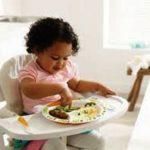 Tips Melatih Anak Makan Sendiri