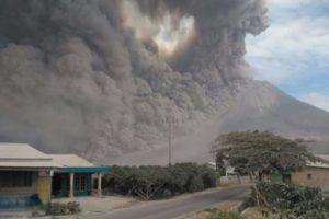 20 Foto Gunung Sinabung Erupsi Dahsyat, Lihat Gambarnya DISINI...!