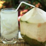 Manfaat Minum Air Kelapa di Pagi Hari: Menyehatkan atau Malah membuat Asam Lambung Naik?