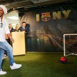 Ronaldinho Pensiun dari Sepak Bola Profesional
